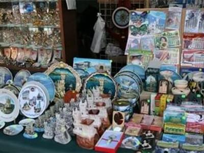 торговая точка с сувенирами крым