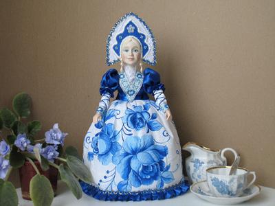 Кукла на чайник Гжель.