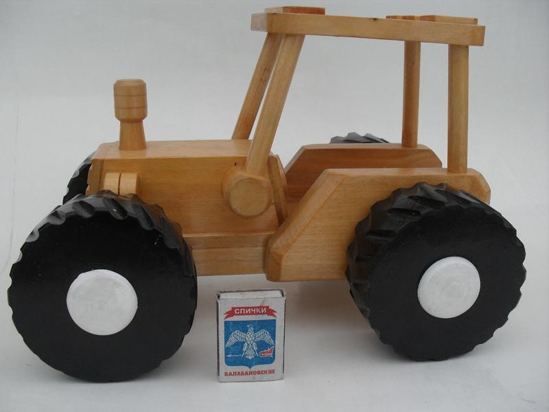 Сделать трактор из дерева своими руками