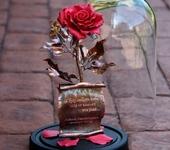 Оригинальные подарки - Розовая кованая роза в стеклянной колбе