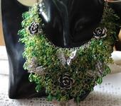 Колье, бусы - Колье кольчужное плетение с розами и бабочками Поляна