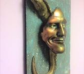 Интерьерные маски - Лицо с рептилией