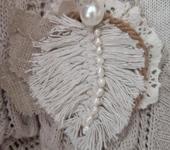 Броши - Текстильная  хлопковая  бохо брошь на лето  Перышко