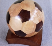 Элементы интерьера - Футбольный мяч из дерева