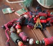 Колье, бусы - Бусы «Рождественский венок. Падуб»