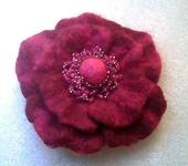Броши - Брошь цветок из валяной шерсти малиново-бордовый