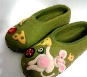 """Обувь ручной работы - Валяные женские тапочки """"Когда хозяйка спит....."""""""