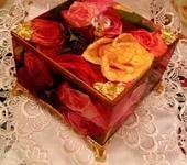 "Декупаж - шкатулка ""  Розы  на  красном"""