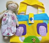 Развивающие игрушки - Сумка-домик для куклы