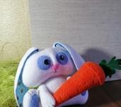 Зверята - Зайка с морковкой