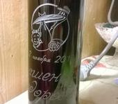 Подарки на свадьбу - гравировка на бутылках