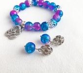 Браслеты - Браслет и серьги из ледяных бусин розово-синего цвета