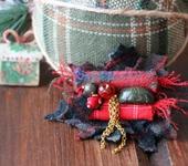 Броши - Брошь «Рождественский венок. Пуансеттия»