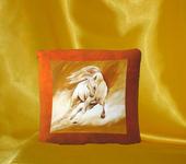 Подушки, одеяла, покрывала - Декоративная подушка Свободный мустанг