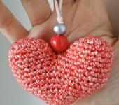 Брелоки - Маленькие вязаные сердечки