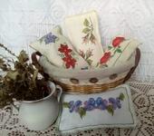 Оригинальные подарки - Лавандовое саше с вышивкой.