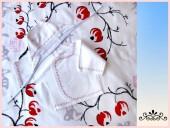 Для новорожденных - Распашонка и чепчик с красным орнаментом