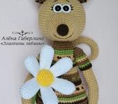 Зверята - Жаккардовая мышь Амита с ромашкой игрушка вязаная крючком