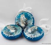 """Элементы интерьера - Медальон диаметром 10 см, в технике папье-маше"""" Подарки от Деда Мороза"""""""
