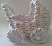 Оригинальные подарки - колясочка плетёная